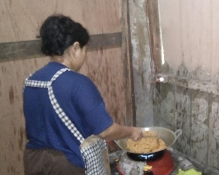 Ilustrasi: Perempuan yang mengerjakan pekerjaan rumah tangga [Dok. Pribadi]