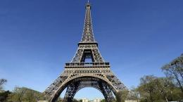 Melihat Menara Eiffel dari Dekat(sumber: tribunnews.com)