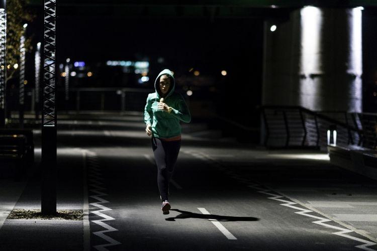 Ilustrasi olahraga di malam hari. Sumber: Kompas.com