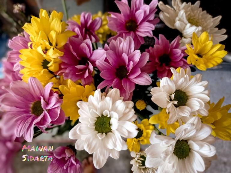 Beragam bunga asli sisa resepsi perkawinan (Dokumentasi Mawan Sidarta)