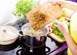 Ilustrasi Memasak Sayur-sayuran | Sumber: shutterstock via blibli.com