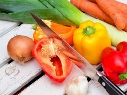 Ilustrasi Memotong Sayur-sayuran | Sumber: pixabay via sumut.indozone.id