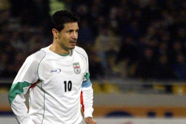 Ali Daei saat masih aktif bermain sepak bola. foto afp/behrouz mehri