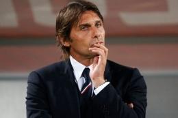 Antonio Conte, manager yang sering menerapkan skema memainkan 3 bek| Sumber: AFP via Kompas.com