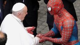 Spiderman bertemu Paus Fransiskus di Vatikan   Foto dari vaticannews.va