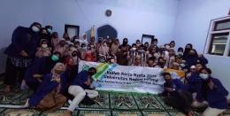 Foto bersama mahasiswa KKN UM Desa Sumbertempur 2021 dengan ustadzah dan anak-anak TPQ Desa Sumbertempur / dokpri