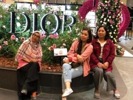 Di Bandara Changi bersama teman-teman (dokumen pribadi)