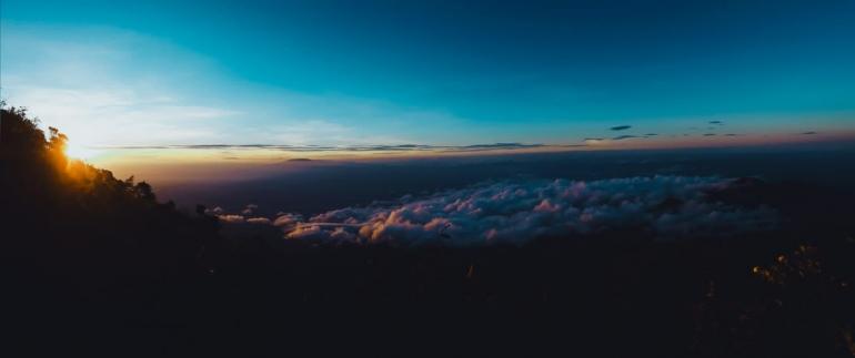 golden sunrise puncak gunung lawu ( dokumen pribadi)