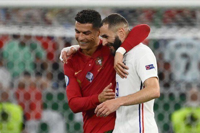 Usai pertandingan Protugal Vs Pancis, (24/06) C. Ronalda dan Karim Benzema, keduanya lega karena lolos 16 besar (foto: www.bola.net)