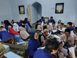 Kegiatan pendampingan mengaji doa sehari-hari oleh mahasiswa KKN UM 2021 / dokpri