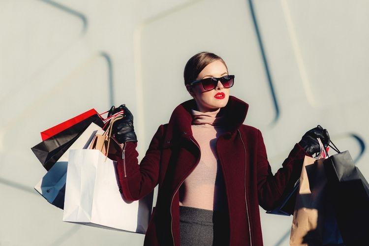 Ilustrasi orang yang kecanduan berbelanja alias shopaholic. Sumber: Pixabay via Kompas.com