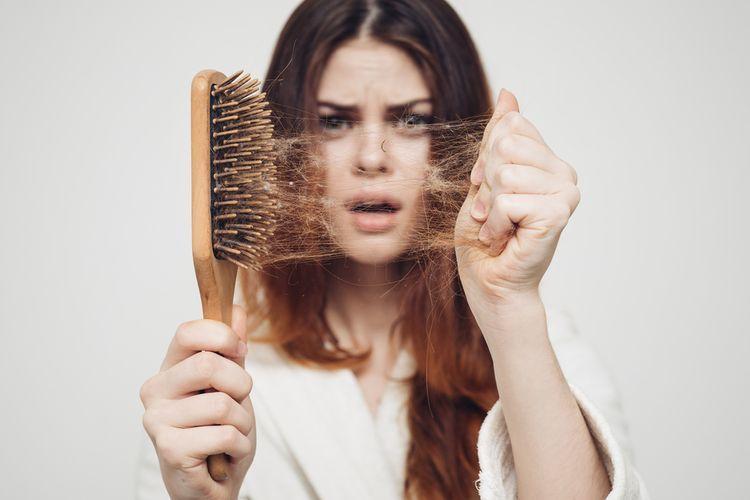 Ilustrasi kerontokan rambut (sumber: lifestyle.kompas)