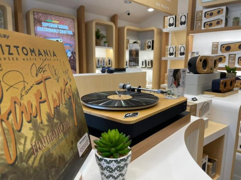 Official store pertama House of Marley di Indonesia, Pondok Indah Mall.