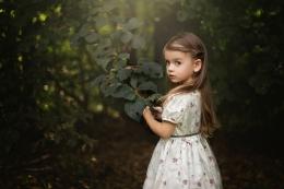 Ilustrasi hidup tenang bersanding dengan alam (Sumber: alphacodes.com)