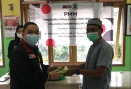 Prosesi Potong Tumpeng Koordinator PMM dengan Ketua RT 01 Pulosari (13/06/2021)