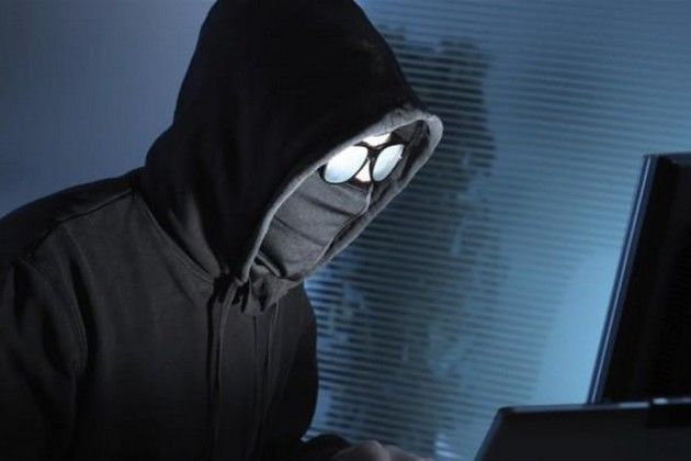 Ilustrasi Hacker Sedang Meretas Data. Sumber: 01net.com