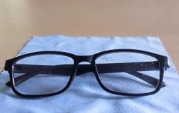 Foto kacamata Rp 30 ribu dengan lensa dan frame plastik adalah dokumen pribadi.