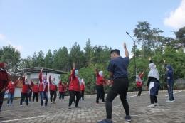Kegiatan Pelaksanaan Senam Aerobik Untuk Ibu-Ibu Kader Posyandu Desa Jedong 2021/dokpri