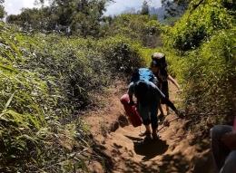 Medan pendakian berupa tanah kering (dokpri)
