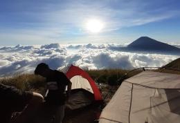 Mendirikan tenda di Camp Gajah (dokpri)