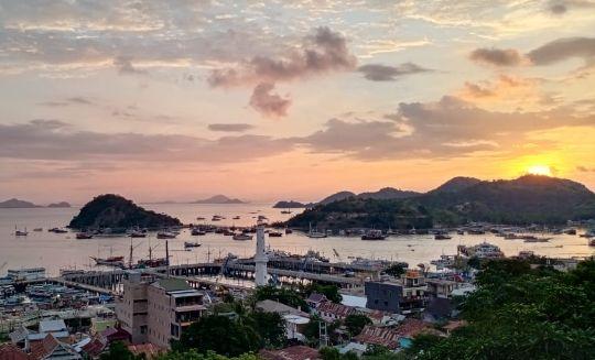 Panorama Pulau Monyet dan Pulau Bajo dari Puncak Waringin Labuan Bajo. Foto: Dok. Pribadi Kristianto Naku.