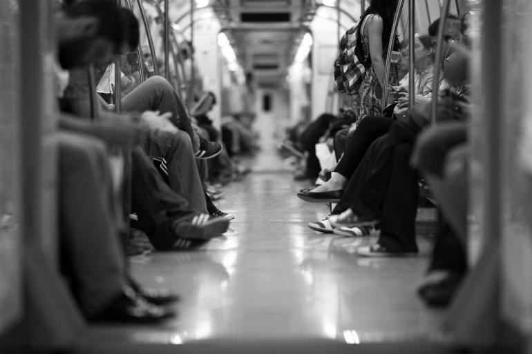 Ilustrasi suasana di sebuah gerbong kereta kota   Sumber: Pixabay