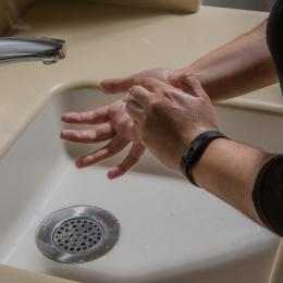 Ilustrasi mencuci tangan. (Sumber: The New York Times Online)