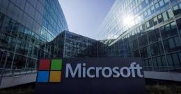Microsoft membuat dan memberi lisensi software (foto: linkedin.com)