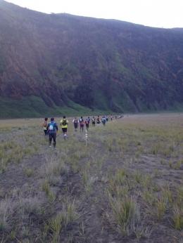 Pengalaman mengikuti event lari lintas alam Bromo-Tenger-Semeru 30km di tahun 2017. Sumber gambar: dokumentasi pribadi