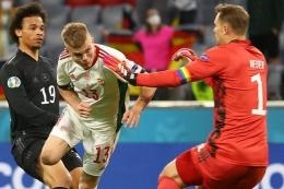 Gelandang Hongaria, Andras Schafer (tengah), mencetak gol untuk timnya dalam pertandingan terakhir F antara Jerman vs Hongaria di Allianz Arena, Muenchen, Rabu (23/6/2021). (KAI PFAFFENBACH/AFP via KOMPAS.com)