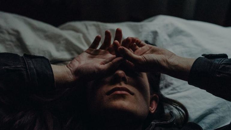 Ilustrasi orang yang sedang mengalami depresi. Sumber: elitedaily.com