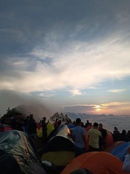 Matahari terbit di Puncak Andong (dokpri)