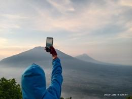 Gunung Merbabu dan Gunung Merapi (dokpri)