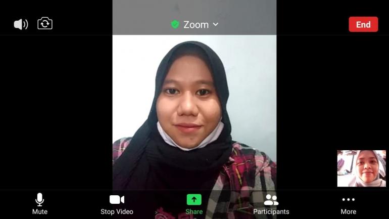 Foto: Wawancara dengan narasumber melalui zoom-dokpri