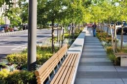 www.pinterest.com   Foto kedua, Pedestrian ini, bisa dikonsepkan untuk jalur pedestrian Sudiran -- Thamrin, hanya harus menanam pepohonan supaya tidak terlalu panas, karena daun2 hujau akan mengeluarkan O2 di siang hari ......  ***