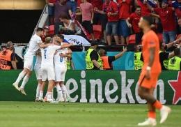 Republik Ceko merayakan gol ke gawang Belanda. (via vbetnews.com)