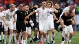 Para pemain Republik Ceko merayakan kemenangan yang mengantarkan mereka ke babak 8 besar, sumber gambar : tribunnews.com