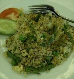 nasi goreng vegetarian, penuh sayuran (dokpri)