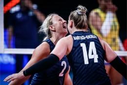 Ekspresi Poulter (no 2) dan Bartsch-Hackley (no 14)| Sumber: en.volleyballworld.com