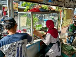 Bucep menyiapkan pesanan Go food Sumber foto: Dokpri