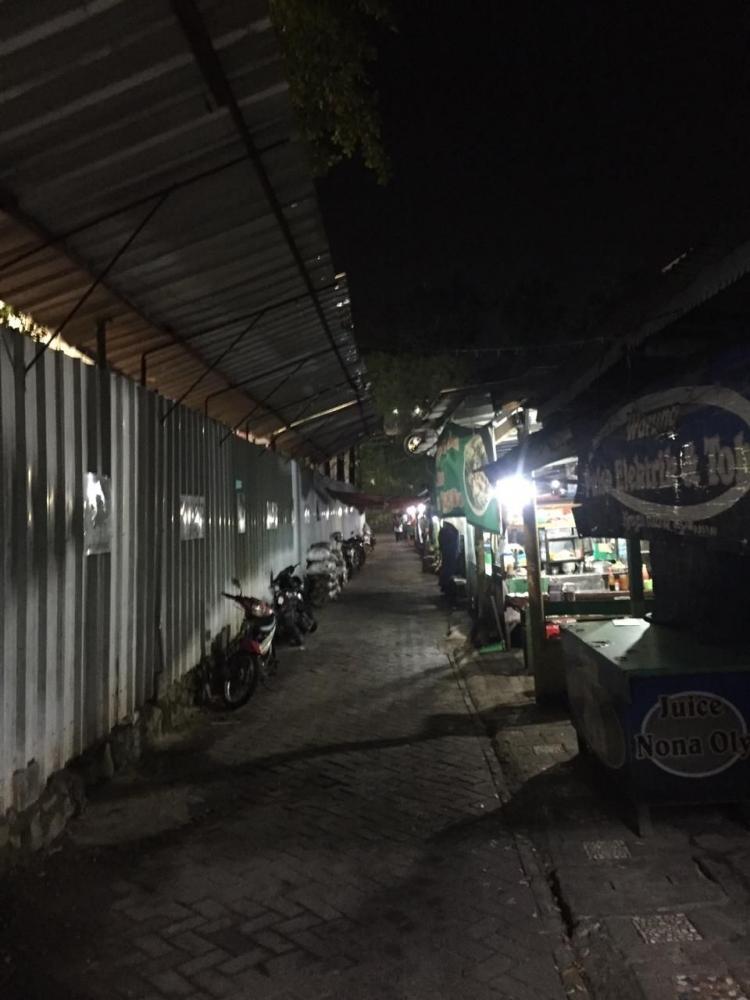 Lapak Pedagang Stasiun Rawabuntu (dokpri)