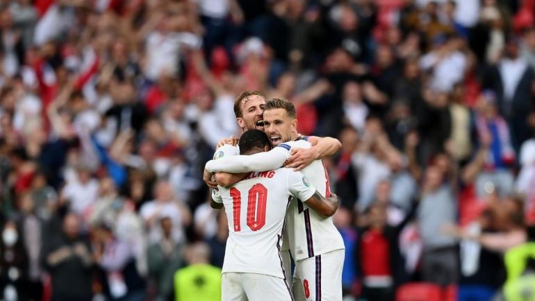 Pemain Inggris merayakan gol ke gawang Jerman. (via eurosport.com)