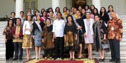 Presiden Jokowi menerima rombongan kontestan Puteri Indonesia 2019 dan Miss Universe 2018. - Kompas.com