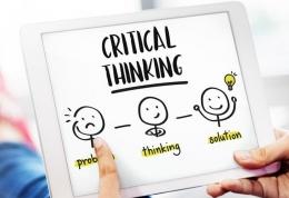 Figure 2: Menulis dapat melatih critical thinking - ilustrasi oleh Pintaria.com