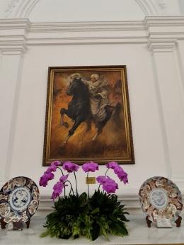 Lukisan Pangeran Diponegoro karya Basuki Abdullah yang saat ini dipasang di Istana Merdeka. Foto ini dikirimkan ke saya oleh Koordinator Staff Khusus Presiden Ari Dwipayana, Juni 2021 lalu. (dok. Koordinator Staff Khusus Presiden Ari Dwipayana)