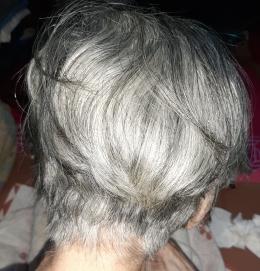 Rambut Mama hasil cukuran saya. (Sumber: Koleksi Pribadi)
