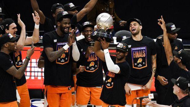 Foto: Phoenix Suns ke final NBA 2021 usai mengalahkan LA Clippers (AP/Jae C. Hong)