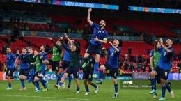 Potret suasana para pemain Italia merayakan kemenangan atas Austria pada babak 16 besar Euro2020. Italia bertemu Belgia di babak 8 besar. Sumber gambar ; tribunnews.com