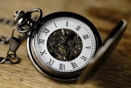 Jam sebagai tanda waktu yang terbatas (sumber: pixabay.com/Bru-nO)