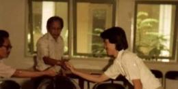 Kenangan ketika lulus ujian skripsi 1985 di bawah bimbingan Pak Mundardjito, sebelum menjadi guru besar (Dokpri)